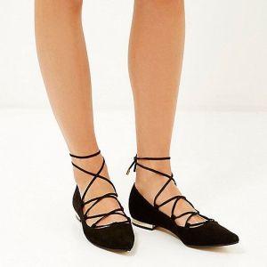 laces up 2
